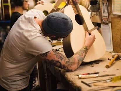 Fábrica de guitarras acústicas de Gibson en Montana (EE UU).