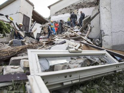 Varios edificios derrumbados por el terremoto que sacudió el centro de Italia.
