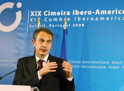 El presidente de Gobierno, José Luis Rodríguez Zapatero, ofrece una rueda de prensa a la clausura de la Cumbre Iberoamericana de Estoril