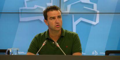 Gorka Maneiro en el Parlamento vasco.