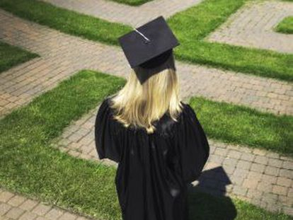 Para muchos españoles recién graduados, las opciones de futuro escasean.