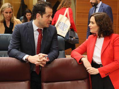 Ignacio Aguado  e Isabel Díaz Ayuso, durante una sesión plenaria en la Asamblea de Madrid en 2020.