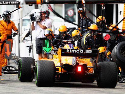 Parada en el garaje de Fernando Alonso en el GP de Alemania.