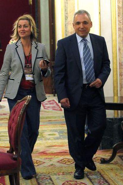 Simancas, junto a la diputada socialista Eva Cuesta, hoy en el Congreso.