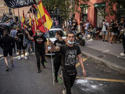 Manifestación de extrema derecha en la calle Augusto Figueroa, a la altura de la plaza de Chueca, en Madrid.