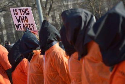Protesta contra Guantánamo frente a la Casa Blanca.