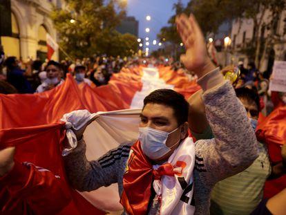Simpatizantes de Pedro Castillo marchan en Lima, Perú en junio de 2021.