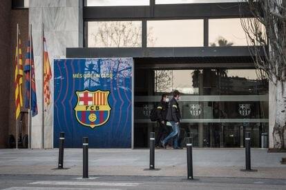 Registro de los Mossos en las oficinas del Camp Nou.