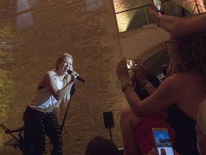Shakira presenta su último trabajo en Barcelona.