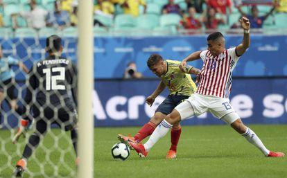 Gustavo Cuéllar marca el gol de la victoria de Colombia sobre Paraguay.