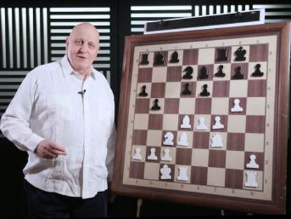 El genio de Riga hilvana una combinación tras otra, en una orgía creativa frente a un rival de élite