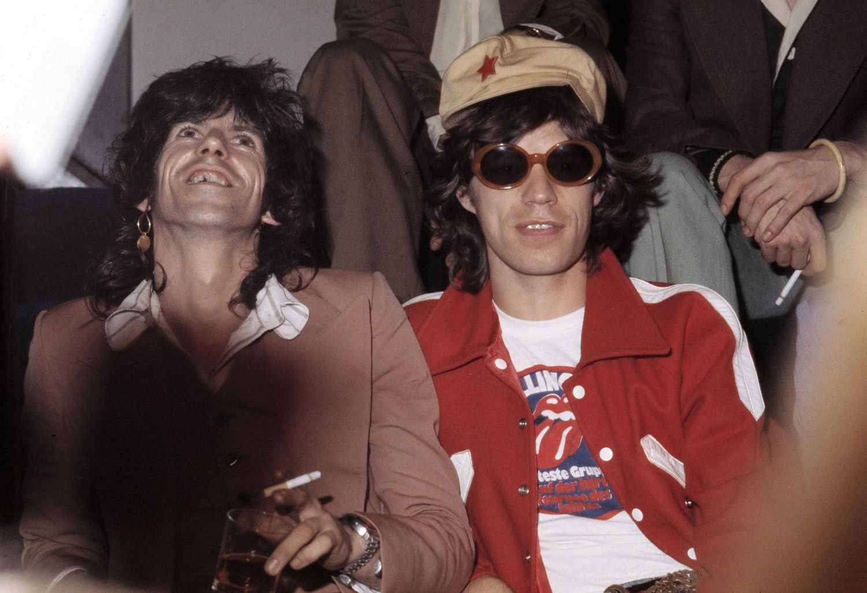 Keith Richards y Mick Jagger en Dinamarca en 1973, el año en el que se publicó el disco 'Goats Head Soup', donde se incluye 'Angie'.