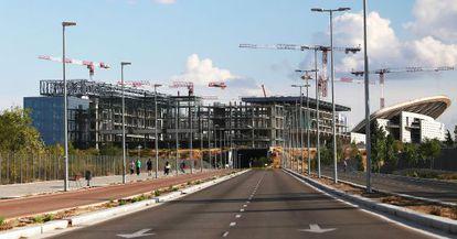 El Centro Acuático, a medio construir, y el Estadio de La Peineta, en el distrito de San Blas.