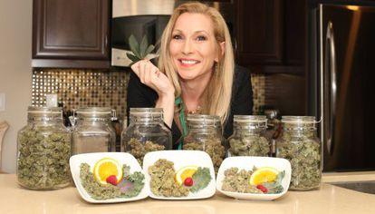 Cheryl Shuman, habla sobre el negocio de la marihuana en su casa de Beverly Hills en California.