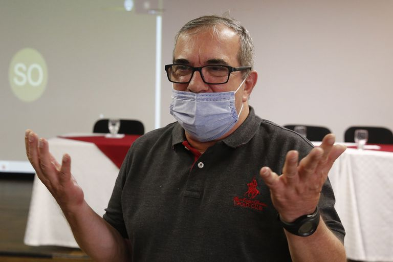 El presidente del partido FARC, Rodrigo Londoño, 'Timochenko', durante una rueda de prensa sobre la asamblea de la organización.