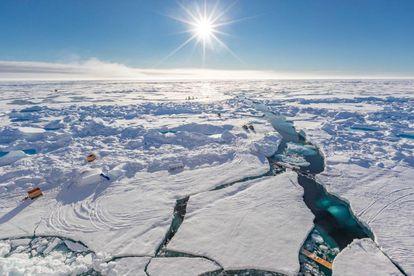 Trineos de la expedición MOSAIC sobre el hielo ártico. / AWI