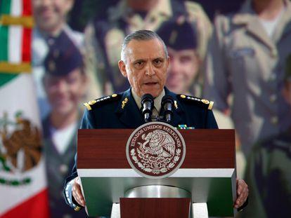 Fotografía de archivo del exjefe del Ejército de Salvador Cienfuegos del 18 de febrero de 2013.