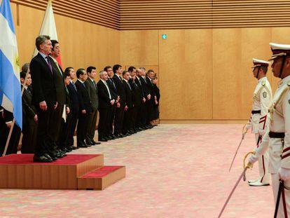 El presidente Mauricio Macri y el primer mInistro de Japón, Shinzo Abe, antes del encuentro bilateral que mantuvieron en Tokio este viernes 19 de mayo.