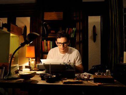 James Franco interpretando a Allen Ginsberg en 'Howl' y recordándonos que si él fuera solo escritor también estaría en esta lista