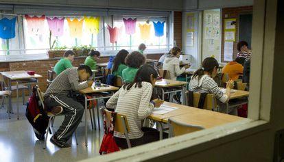Alumnos en una clase de un colegio de Barcelona
