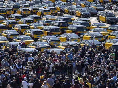 Asamblea de taxistas contra la vuelta de Uber celebrada a mediados de marzo.