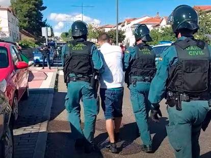 Uno de los detenidos durante la operación contra la banda del BMV.