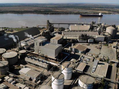 Vista aérea de la planta de la agroexportadora argentina Vicentin, en la provincia de Santa Fe, el 10 de junio de 2020.