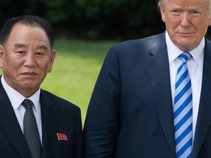 Donald Trump con el emisario norcoreano, Kim Yong Chol, en la Casa Blanca.