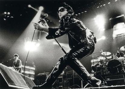 Bono, el cantante de U2, durante la emblemática gira 'ZOO TV' en los noventa.
