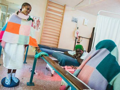 Varias pacientes durante una sesión de fisioterapia en el Hospital Hamlin para Fístulas de Addis Abeba, en Etiopía.