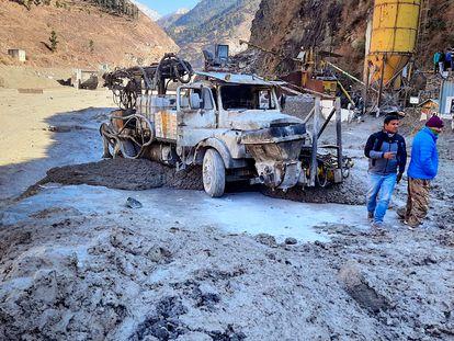 Daños causados en las obras de una central hidroeléctrica por la riada en la región india de Uttarakhand.
