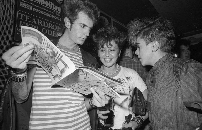 Jóvenes en la sala madrileña Rock-Ola, en 1983.
