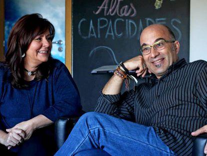 Los psicólogos Olga Carmona y Alejandro Busto.