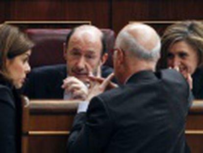 Clima de guerra civil y cisma entre los socialistas en el Congreso por el soberanismo en Cataluña y satisfacción en el PP que ve a Rubalcaba cada vez más debilitado.