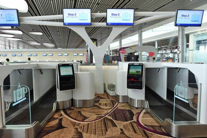 Máquinas automáticas para acceder a la zona de embarque en los aeropuertos.