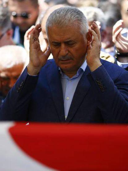 Yildrim, este domingo, en los funerales de Ankara.
