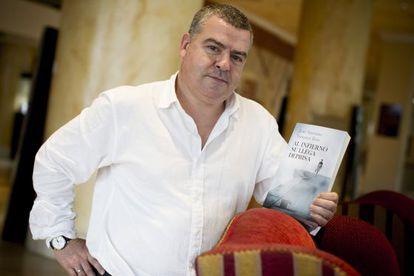 El magistrado, con su novela en A Coruña.