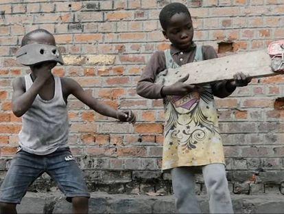 Montparnasse Musique  se interna por las calles de Kinshasa.