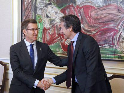 Feijóo y De la Serna, durante su reunión en Santiago.