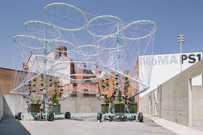 'Cosmo', la máquina de Andrés Jaque, en el patio del MoMA de Queens.