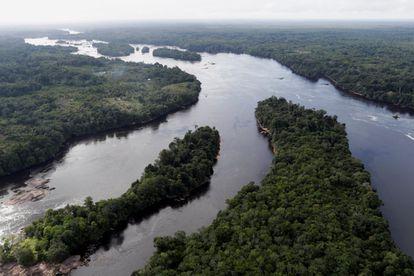Vista aérea del río Uaupes, en el Alto Río Negro en la Amazonia brasileña.