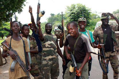 Fuerzas de Alassane Ouattara en la localidad de Blolequin, al oeste de Costa de Marfil.