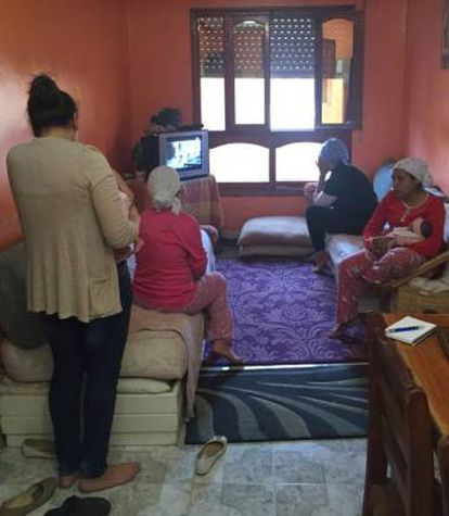 Varias madres solteras, en el centro de acogida en Tánger de la ONG 100% Mamans, el martes 26 de abril.