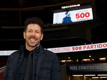 Simeone durante el homenaje por su partido número 500 al frente del Atlético este miércoles.