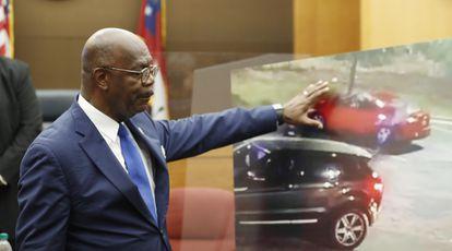 El fiscal de distrito en el condado de Fulton, Paul Howard, durante el anuncio de los cargos.