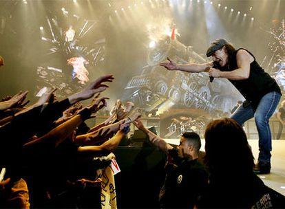 Brian Johnson, líder de AC/DC, durante el concierto