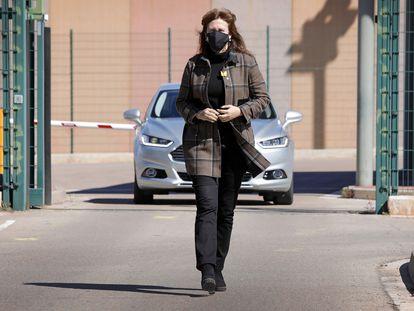 a presidenta del Parlament, Laura Borràs, este jueves, abandona el centro penitenciario de Lledoners. Susanna Sáez (Efe)
