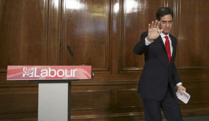 Ed Miliband, tras anunciar su renuncia como líder laborista, el viernes en Londres.