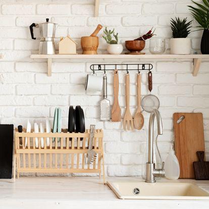 Os proponemos cinco productos imprescindibles que siempre se deben tener a mano en la cocina.