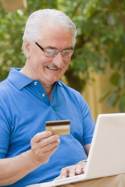 Un jubilado estadounidense compra en Internet.
